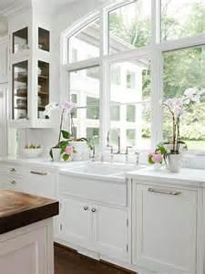 Gurus whiteout wednesday 5 white kitchens with farmhouse sinks