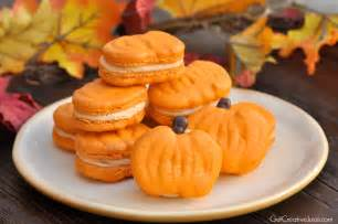 French Christmas Crafts For Kids - pumpkin macarons recipe tutorial and printable template