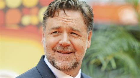 Trailer Houses by Russell Crowe Swiftly Shuts Down Body Shamers After