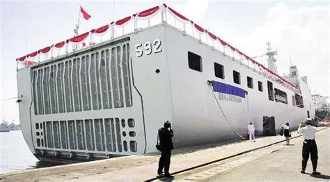 Lu Navigasi Kapal 9 kapal perang buatan indonesia dunia mata pena