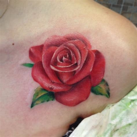 36 marvelous rose shoulder tattoo ideas