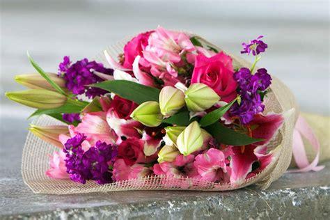 fiori di maggio testo e tempo di un regalo floreale marche