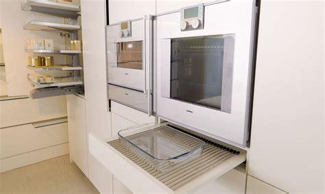 weiße küche wohnzimmer dekorieren schwarz