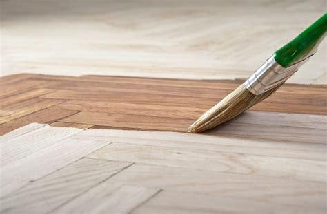 verniciare il pavimento come fare una porta in legno legno porte fai da te