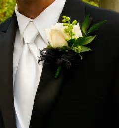 boutonnieres and corsages prom boutonniere and corsage prom day secrets