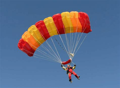 parachute dive what s the difference between a skydive and a parachute