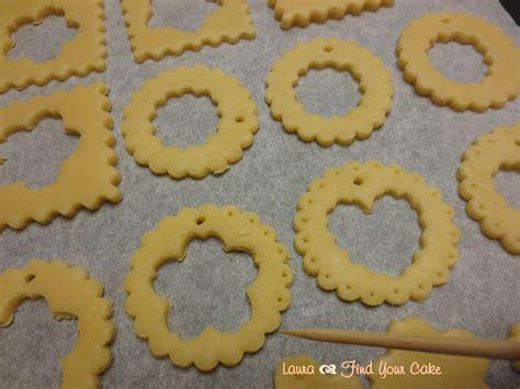 Biscotti Di Natale Con Glassa Colorata by Biscotti Per L Albero Di Natale Con Gelatina Colorata