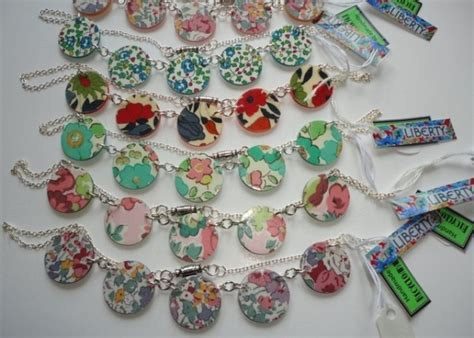 recycling cards crafts diy recycling buttons innovative crafts recycled things