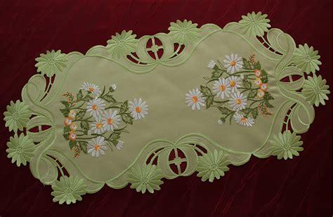 green table runner tablecloth doily white marguerite