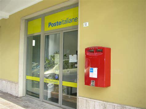ufficio postale ore 8 50 rapina a mano armata all ufficio postale due