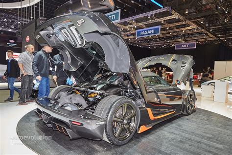 koenigsegg agera r engine bay 1 160 hp for the koenigsegg agera rs at geneva video