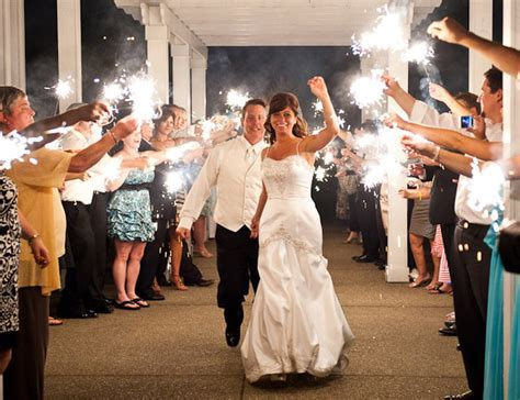 How to Use Sparklers at a Wedding   3 Sparkler Ideas for