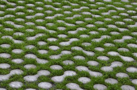 autobloccanti giardino autobloccanti permeabili cerca con pavimento