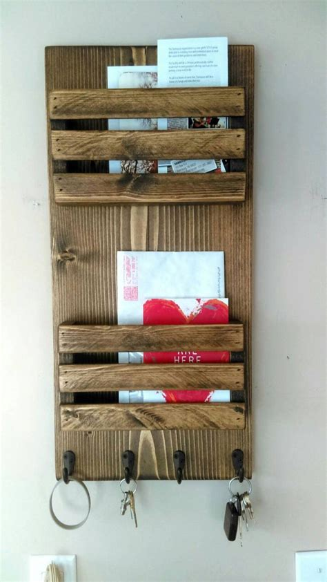 Kunst Und Kunsthandwerk Magazin Rack by Best 25 Mail Holder Ideas On Find A Roomate
