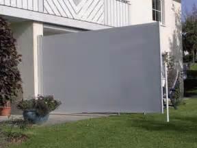 seiten windschutz auf terrassen die seitenmarkise als sichtschutz windschutz und