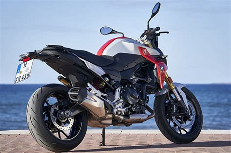 bmw fr  review   beat  yamaha mt