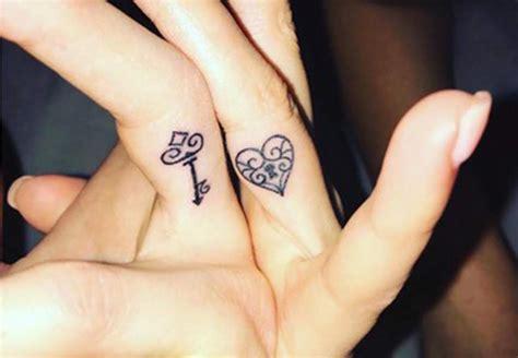 tattoo pour un couple tatouages couple nos 15 id 233 es les plus romantiques