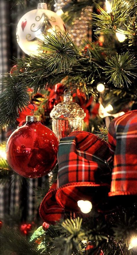 christmas tree decorating ideas with plaid ribbon 17 stunning and gold trees to welcome winter
