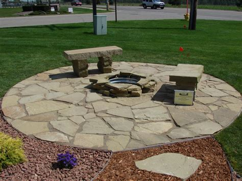 Rock Patio Designs Flagstone Patio Pictures And Ideas