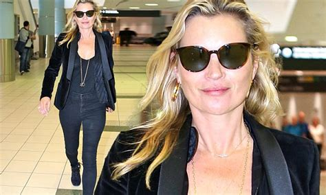 Kate Moss Arrives Home To Continue 34 Hour Marathon Birthday by Kate Moss Struts Stuff As She Arrives In Toronto