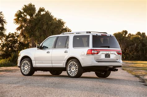 2015 Lincoln Navigator Rear Three Quarters Photo 33