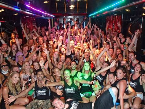 till do we pub crawl a hallucination on couples and contentment books koh tao hostels plus the legendary koh tao pub crawl