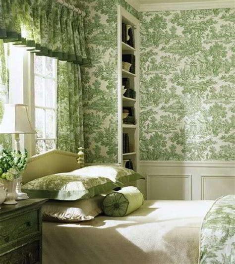 motif wallpaper dinding kamar tidur hijau interior rumah