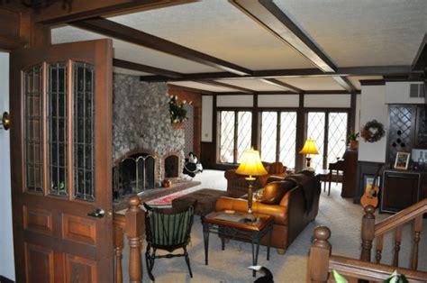 tudor living room how do you paint a tudor style home the decorologist