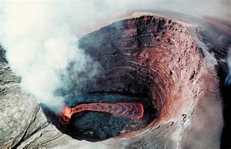 the oo file puu oo crater lava pond 1990 jpg wikimedia commons