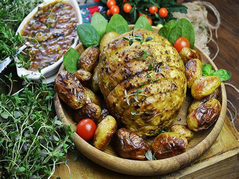 sedano rapa ricette vegan arrosto di sedano rapa con salsa ai funghi ricette vegane