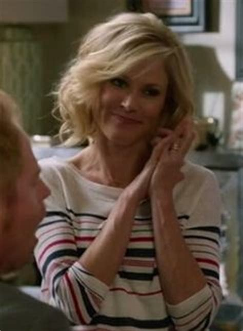 claire dunphy s hairstyles i love claire dunphy s hair on modern family s6 e1 hair