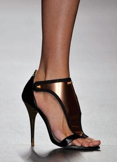 Wedges Tali Gesper 5 tren sepatu dari panggung mode dunia