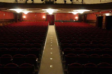 iluminación philips el teatro de la luz philips gran v 237 a ilumina desde hoy la
