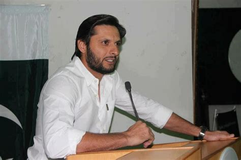 7 wickets shahid afridi marriage