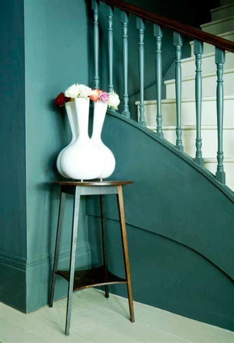 blaue badezimmerwände 25 wohnideen f 252 r flur modern und geschmackvoll