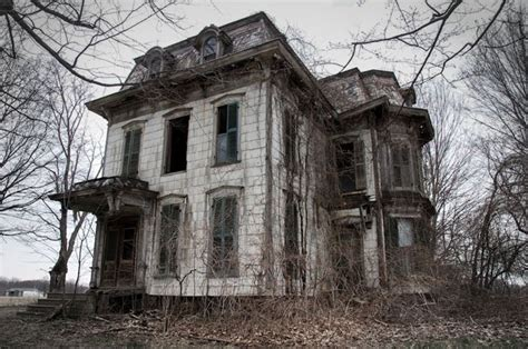 scary haunted house photographer visits real life haunted houses across america