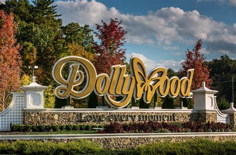 2018 dollywood and beyond a theme park lover s guide to the smoky mountain vacation region books dolly parton s dollywood threatened by tennessee