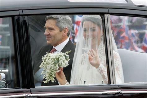 Royal Wedding Kate Arrives At Westminster by Royal Wedding Kate Middleton S Dress Designer Is Revealed