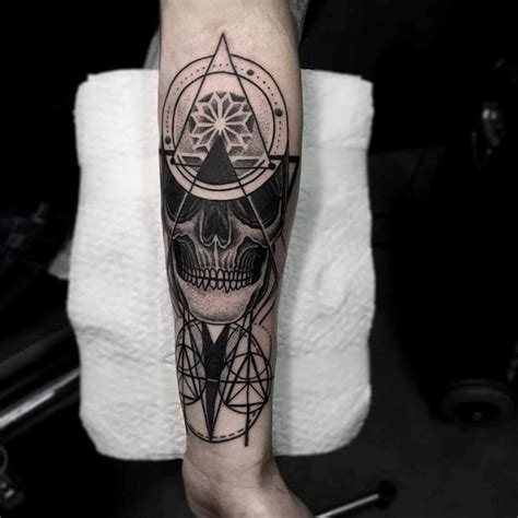 20 skull wrist tattoos design