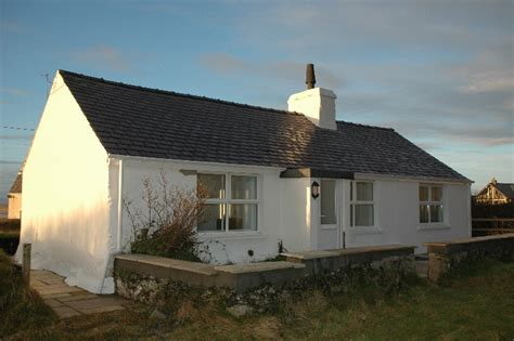 Coastal Cottage Holidays by Large House In Anglesey Wales