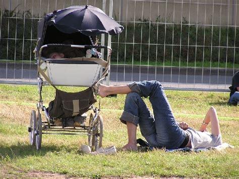 wann erster wachstumsschub baby babys erster spaziergang wann ist der richtige zeitpunkt