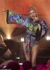 Fergie Looks Like Real Live by Fergie Looks In Five On Clark S
