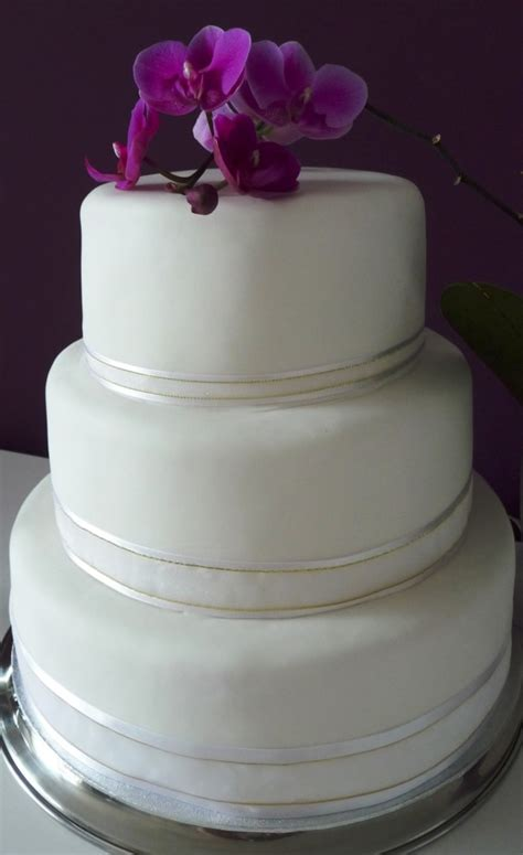 3 tier wedding cake images three tier wedding cake with purple flowers wedding