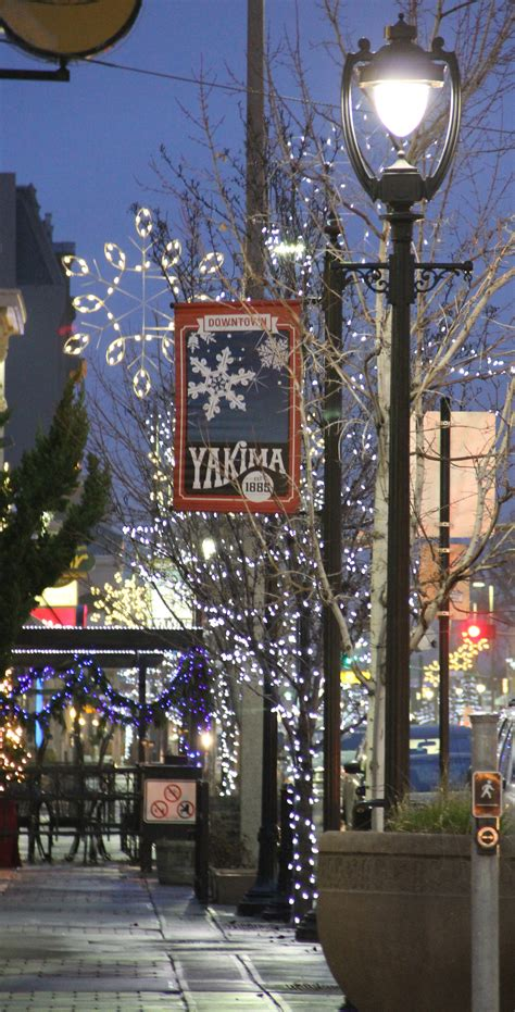 xmas lights in yakima photo of the week light 12 24 14 photo of the week