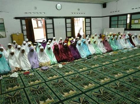 Koreksi Total Shalat Kita koreksi sholat kita shalatnya wanita di masjid artikel mutiara islam bagi muslimah