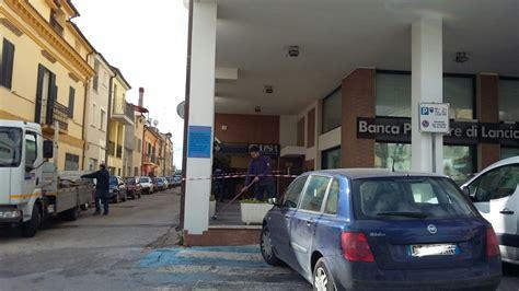 popolare di lanciano e sulmona filiali bancomat sradicato alla bls ladri in fuga e bottino