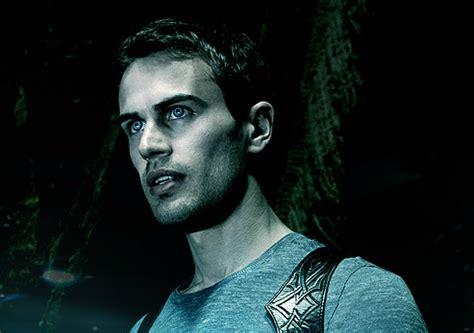film underworld theo james smash box office hit underworld awakening 2012 tan mel