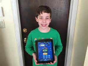 my 10 year old takes up arms and reviews clash royale