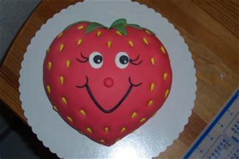 kuchen kindergeburtstag 2 jã hrige erdbeere und schlange f 252 r kindergeburtstag motivtorten