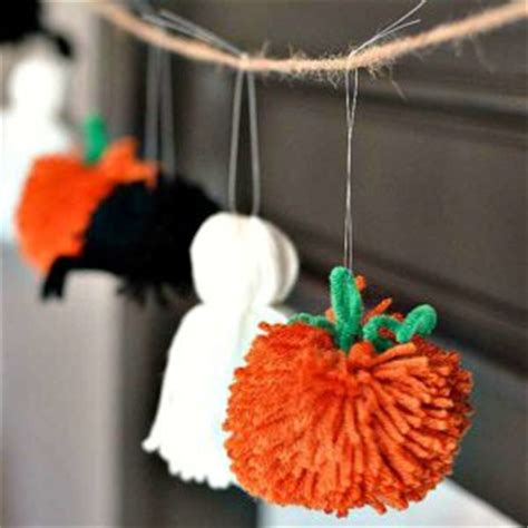 8 quick and easy halloween craft decoration ideas rent 8 crochet garland patterns for fall cute as a button